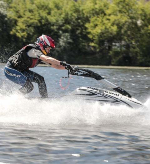 Атлеты Motul протестировали новый кастомный гидроцикл JetCamp